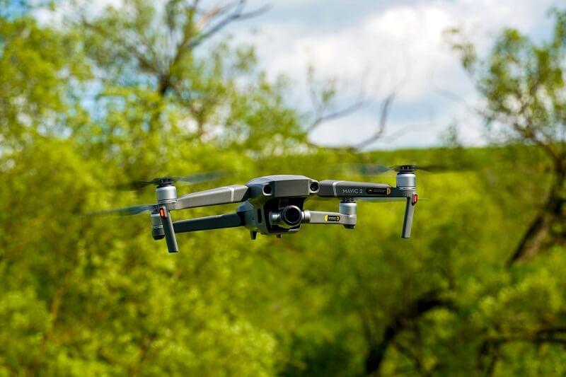 filmy dronem
